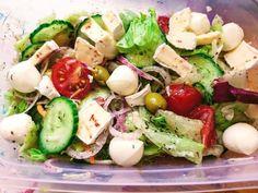 Salad Dressing, Mozzarella, Cobb Salad, Feta, Bacon, Salads, Food And Drink, Yummy Food, Cheese
