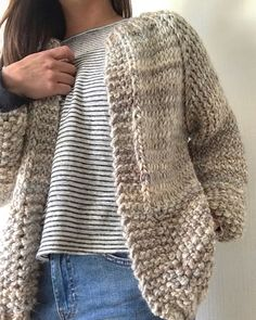 Knit Cardigan Pattern, Sweater Knitting Patterns, Crochet Poncho, Knitting Designs, Knitting Needle Case, Loom Knitting, Knit Fashion, Diy Clothes, Cardigans
