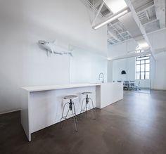 #Office #tuesday: Why not Blue?? In een oude brouwerij in Canada is voor het bedrijf 'Why not Blue' een hagelwit #kantoor ingericht.