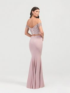 Val Stefani is a two piece gown with a beaded off the shoulder top and a long mermaid skirt. The dusty pink color combined with the beaded bodice is the perfect combination for a glamorous and elegant look. Mermaid Skirt Pattern, Formal Prom, Formal Dresses, Two Piece Gown, Pink Gowns, Prom Girl, Mermaid Prom Dresses, Evening Dresses, Glamour