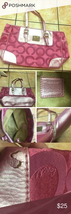 Coach Purse💕✨ Used a few times some signs of wearing on the purse as seen in the picture the interior looks brand new everything must go bundle and save :)) Coach Bags Shoulder Bags