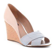 Pretty Shoes, Beautiful Shoes, Wedge Shoes, Shoes Sandals, Heels, Types Of Sandals, Magic Shoes, Lit Shoes, Dream Shoes