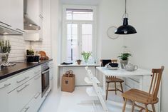 my scandinavian home: Shades of grey in a lovely Gothenburg home Scandinavian Kitchen, Scandinavian Style, Apartment Kitchen, Kitchen Interior, Kitchen Dining, Kitchen Decor, Kitchen Counters, Cocinas Kitchen, Home And Living