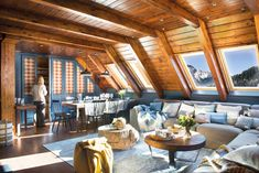 This cozy chalet apartment is located in a popular ski resort in North Spain that is famous for its slopes and beautiful nature. But the owners admit they ✌Pufikhomes - source of home inspiration A Frame Cabin, A Frame House, Home Interior, Interior Architecture, Interior Design, Cabana, Location Saisonnière, Mountain Homes, Wood Interiors
