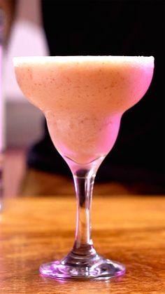 Que tal um Frozen Ketel One pra refrescar o seu verão? Super fácil de fazer e delicioso!
