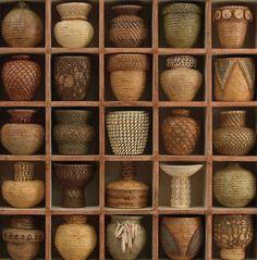 Lissa Hunter minature baskets in frame. les croisillons d'Anne-marie...!!! (Voudrai présenter ma collec de bols comme ça...!!)