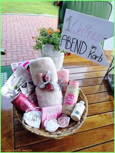 ~ A wellness evening in the basket ~ Beautiful gift idea for the girlfriend to any occasion . - ~ A wellness evening in the basket ~ Beautiful gift idea for the girlfriend for every occasion (bir - Diy Christmas Gifts For Boyfriend, Diy Gifts For Dad, Diy Gifts For Friends, Birthday Gifts For Girlfriend, Best Friend Gifts, Birthday Presents, Boyfriend Gifts, Boyfriend Birthday, Christmas Diy