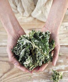 Crazy Sexy Kale Chips! Kale Chip Recipes, Plant Based Recipes, Raw Food Recipes, Veggie Recipes, Healthy Recipes, Healthy Food, Healthy Homemade Snacks, Vegan Snacks, Vegan Appetizers