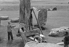 Stonehenge, one of the wonders of the ancient world. These 105 photos supposedly prove it was built about 100 years ago, but do they show this? Stonehenge History, Mystery Of History, Modern Times, Archaeological Site, Ancient Aliens, Historical Pictures, Fossils, Archaeology, Architecture
