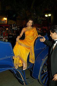 Aishwarya Rai in cannes film festival 2002 beautiful in yellow saree Aishwarya Rai Images, Actress Aishwarya Rai, Aishwarya Rai Bachchan, Bollywood Actress, Aishwarya Rai Cannes, Most Beautiful Indian Actress, Beautiful Actresses, Indian Dresses, Indian Outfits