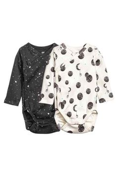 Flawless Cool Baby Onesies for the Coolest Baby Baby onesies can be the best option for your newborn baby's outfit. They are simple to wear and will ease you in changing your baby's diaper. Baby Outfits Newborn, Baby Boy Outfits, Kids Outfits, Newborn Onesies, Newborn Clothing, Newborn Boy Clothes, Boy Clothing, Gender Neutral Baby Clothes, Cute Baby Clothes