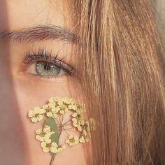 Image about flowers in eyes 👀🙈 by ⚘ on We Heart It Aesthetic Eyes, Aesthetic People, Aesthetic Makeup, Aesthetic Photo, Aesthetic Girl, Aesthetic Pictures, Pretty Eyes, Beautiful Eyes, Feeds Instagram