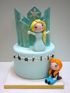 Gâteau la Reine des Neiges Frozen Cake  #handmade #handpainting #gâteauxdécoréslyon #OoohMyCake #cakedecorating #birthdaycake #cakedesign