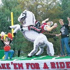Horse and Football Player Parade Float Kit for Homecoming Float Homecoming Floats, Homecoming Parade, Homecoming Spirit, Homecoming Week, Homecoming Ideas, Parade Float Supplies, Christmas Parade Floats, Pep Rally, Covered Wagon