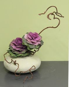 "Ikebana ~ The art of Japanese flower arranging ~ Miks' Pics ""Artsy Fartsy ll"" board @ http://www.pinterest.com/msmgish/artsy-fartsy-ll/"