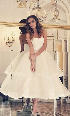 Tea-lenght czyli sukienki ślubne do połowy łydki - Ślub