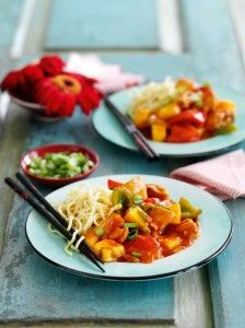 Put down the takeaway menu and have a go at making your own sweet and sour chicken from home! This Slimming World recipe is quick, easy, and a delicious weekend treat. Wrap Recipes, Vegetable Recipes, Diet Recipes, Vegetarian Recipes, Chicken Recipes, Cooking Recipes, Healthy Recipes, Recipies, Chicken Meals