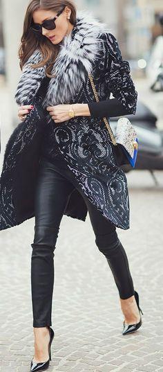 Atte. Carmen: Pantalones de cuero / Leather pants.