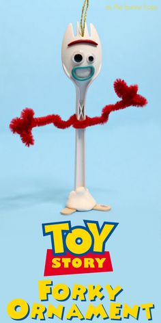 Celebrate Toy Story 4 by making this easy Forky ornament for your Christmas tree. - Celebrate Toy Story 4 by making this easy Forky ornament for your Christmas tree! Toy Story Theme, Toy Story Movie, Toy Story Birthday, Toy Story Party, Disney Theme, Disney Diy, Disney Crafts, Disney Magic, Cumple Toy Story