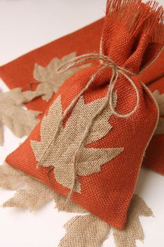 Be unique this Fall or Thanksgiving with these reusable Burlap Leaf gift or treat bags. Hessian Bags, Burlap Gift Bags, Jute Bags, Fall Crafts, Kids Crafts, Christmas Crafts, Small Gift Bags, Small Gifts, Sewing Crafts