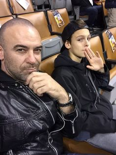 #Shadowhunters Alan Van Sprang and her son came to see the game Raptors