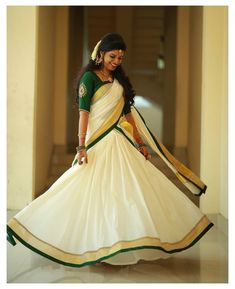 Set Saree Kerala, South Indian Wedding Saree, Indian Wedding Outfits, Indian Outfits, Kerala Saree Blouse Designs, Wedding Saree Blouse Designs, Half Saree Designs, Salwar Designs, Kerala Engagement Dress