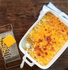 This creamy, golden, and delicious side is everything you want out of Macaroni and Cheese. You can& go wrong with this classic! Classic Macaroni And Cheese Recipe, Macaroni Cheese Recipes, Pasta Side Dishes, Vegetable Side Dishes, Main Dishes, Cheese Dishes, Jewish Recipes, Southern Recipes, How To Cook Pasta