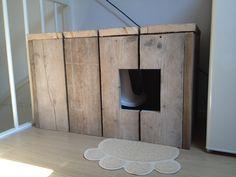 Een hok van steigerhout waar je de kattenbak in kan zetten!