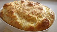 Klassisk ostesufflé. Vi prøver oss på en vanskelig rett i dag. Vansken ligger først og fremst i å piske, vende inn med slikkepott og steke ostesuffleen riktig. Her er luft like viktig som egg og ost! For en sammensunket sufflé, er ... trist.