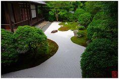 Photo of the Week: Rock Garden at Daishin Temple. #kyoto #japan #photography  http://www.insidekyoto.com/2015/02/rock-garden-daishin-temple.html…