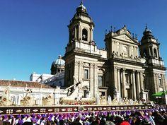C.I. de Jesús de Candelaria a su paso por Catedral Metropolitana Foto: Douglas Barillas #CucuruchoenGuatemala