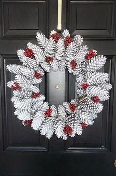 Winter Wreath, door decoration, DIY door decor, DIY home decor pinecone wreath Noel Christmas, Christmas Projects, Vintage Christmas, Handmade Christmas, Rustic Christmas, Primitive Christmas, Holiday Wreaths, Holiday Crafts, Christmas Decorations