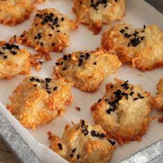 Biscuits apéritifs à l'emmental et au sésame noir