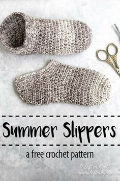 Use the cotton yarn left over from your summer stash to crochet a pair of these simple light-weight slippers! This free crochet pattern is a great stash buster and perfect for gifting and donating. Find the free crochet pattern on Bag Crochet, Crochet Boots, Crochet Crafts, Crochet Yarn, Crochet Projects, Cotton Crochet, Crochet Granny, Scarfie Yarn, Crochet Vintage