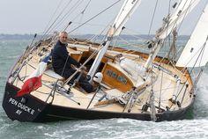 Un marin haut de gamme sur un bateau de légende : Loïck Peyron à la barre de «...