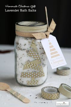 HAPPY Holidays: Lavender Bath Salt Gift in a Jar by Living Locurto for Tatertots and Jello! Diy Gifts In A Jar, Mason Jar Gifts, Mason Jar Diy, Gift Jars, Homemade Christmas Gifts, Homemade Gifts, Lavender Bath Salts, Lush Bath, Mason Jar Cookies