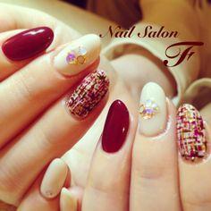 red & white tweed nail