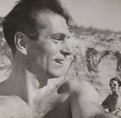 Laurence Olivier, selfie with Vivien Leigh in the background. Australia, 1948.
