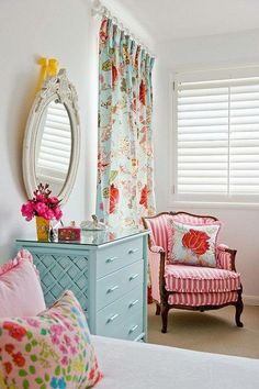classic furniture in kids room What's Decoration? Decoration could be the art of decorating the inner and exterior of the … Cortina Floral, Girls Bedroom, Bedroom Decor, Bedroom Ideas, Design Bedroom, Bedroom Colors, Cozy Bedroom, Bedroom Mirrors, Girls Room Design