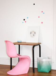 Look how lovely that Panton chair look with that mommo design poster .