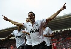 Robin van Persie scores a Hat Trick for Manchester United to guarantee a 3-2 victory