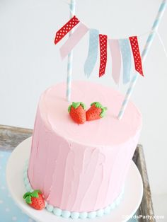 Party Printables | Party Ideas | Party Planning | Party Crafts | Party Recipes | BLOG Bird's Party: Cake It Pretty: Easy Strawberry Cake