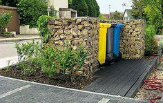 Steinmauer Ein buntes Trio versteckt sich hinter Gabionen, mit Steinen gefüllten Drahtkörben. Wer mag, berankt das Versteck mit Kletterpflanzen. Leere Körbe (100 x 50 x 50 cm) gibt es z.B. bei Hornbach.