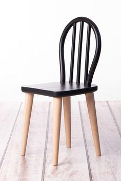 Krásne a jedinečné drevené stoličky pre deti vyrobené z masívneho  bukového dreva Vám ponúkame v rôznych farebných prevedeniach. Stoličky sú vhodné pre deti od 3 do 6 rokov. Wishbone Chair, Baby Room, Kids Room, Furniture, Home Decor, Room Kids, Decoration Home, Room Decor, Child Room