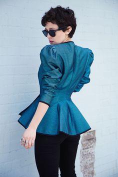 إطلالة مميَزه اناقة البلوقر كارلا ديريس - منتديات شبكة الاقلاع ®  electric blue peplum jacket.