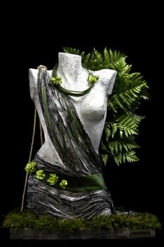 Pierros La Couture Des Fleurs meets The InspirArtes. Welcome to a new floral philosophy where art brakes all borders!!!