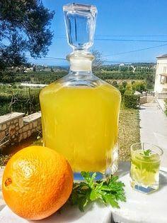 Επειδή αυτή την εποχή τα πορτοκάλια περισσεύουν και είναι μελένια ας ξεκινήσουμε να τα κλείνουμε στο μπουκάλι....Μία συνταγή που με ακολ...