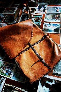 Bolso en cuero totalmente hecho a mano
