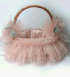 Packings Wedding Gift Baskets, Trousseau Packing, Royal Art, Basket Crafts, Flower Girl Basket, Basket Decoration, Candy Gifts, Pretty Pastel, Event Decor