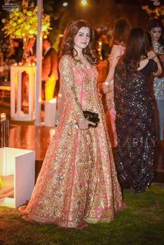 New Bridal Party Outfits Bouquets Ideas Asian Wedding Dress Pakistani, Pakistani Formal Dresses, Indian Wedding Outfits, Pakistani Dress Design, Indian Dresses, Walima Dress, Shadi Dresses, Prom Dresses, Fancy Dress Design